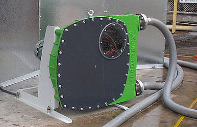 Lead slurry transfer pump for battery plate coating