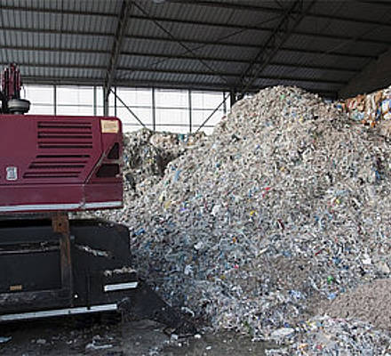 Paper and pulp consists of (mixtures of) wood, textile and recycled old paper. Especially wood is of abrasive nature and can damage pumps easily.